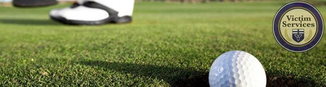 Golfer-making-a-putt